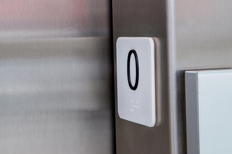 Batente de elevador em braille