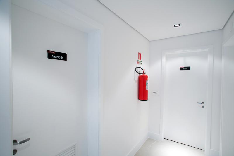 Identificação de ambiente (fraldário)/ Placa fotoluminescente de extintor de incêndio