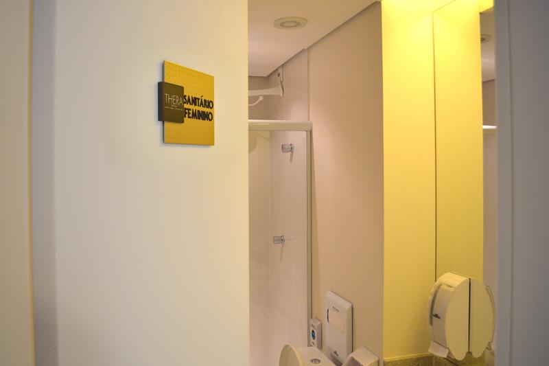 Identificação de sanitário com braille