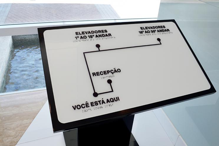 Mapa tátil com braille