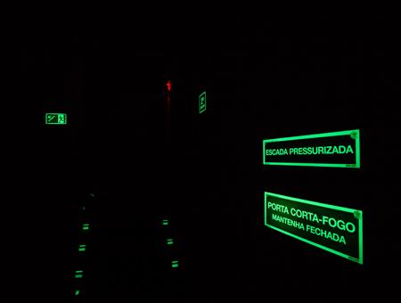 sinalização fotoluminescente